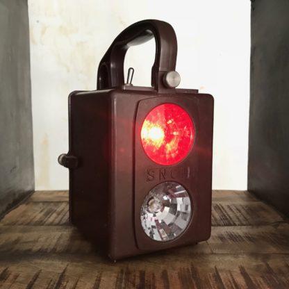 Lanterne SNCF : rouge allumé