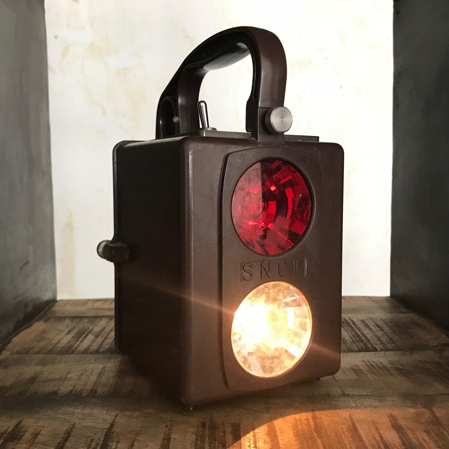 lampe sncf lanterne de visiteur sncf pour collection ou clairage d co. Black Bedroom Furniture Sets. Home Design Ideas
